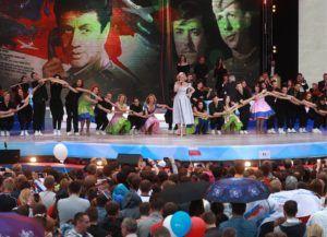 Полина Гагарина во время праздничного концерта на Красной площади © Сергей Фадеичев/ТАСС