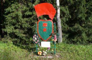 © Владимир Синьков/wikipedia.org Мемориальный знак на месте подвига Лени Голикова