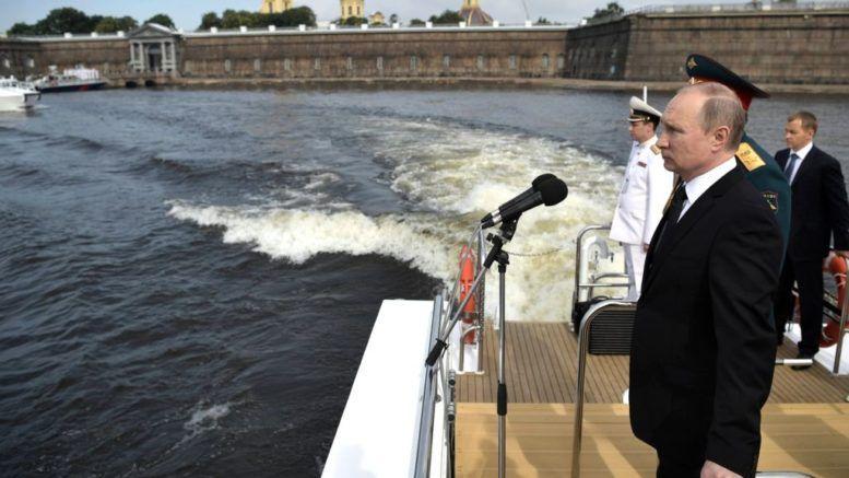 Путин принял Главный военно-морской парад