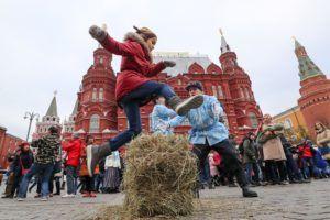 Народные гуляния на Манежной площади © Сергей Савостьянов/ТАСС