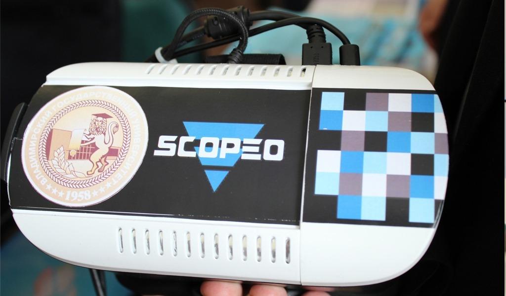 Эти VR-очки разработал молодой ученый Денис Немировский из Владимирской области. Очки погружают в виртуальный мир благодаря обзору в 360 градусов. И стоят недорого - 13 000 рублей.