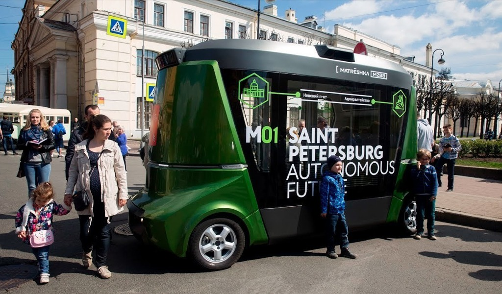 Беспилотные автобусы «Матрешка» от компании BMG вот-вот выйдут на наши дороги. Они вмещают от 4 до 20 человек и могут проехать на одном заряде до 130 км.