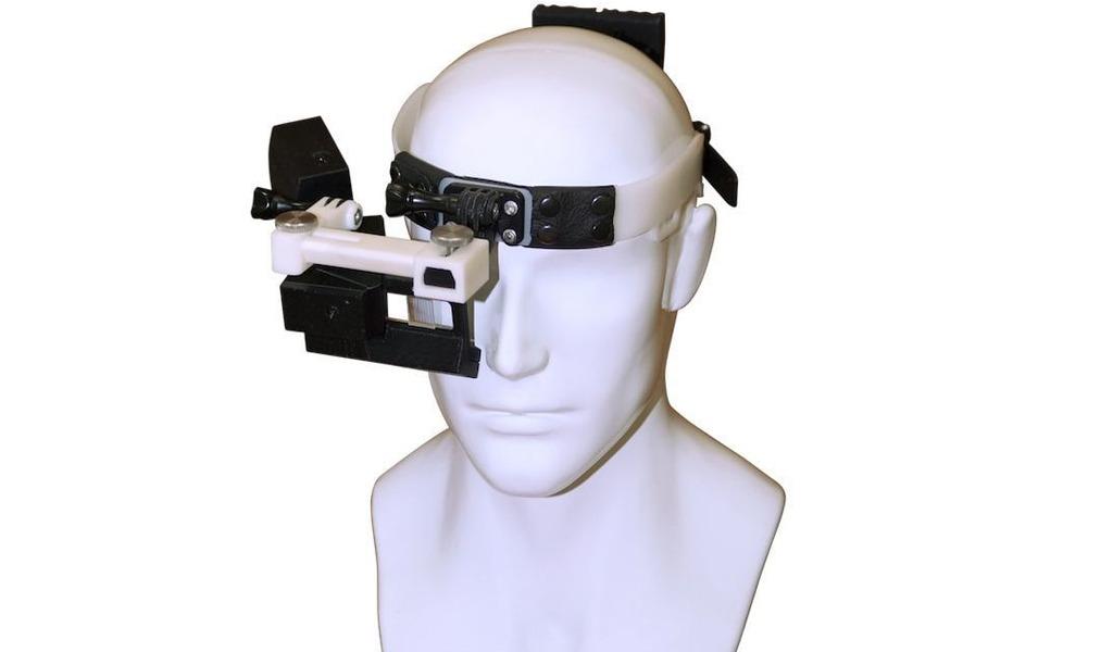 В холдинге «Росэлектроника» создали гаджет, с помощью которого можно управлять техникой взглядом. За счет нескольких камер и ПО система способна фиксировать движение глаз.