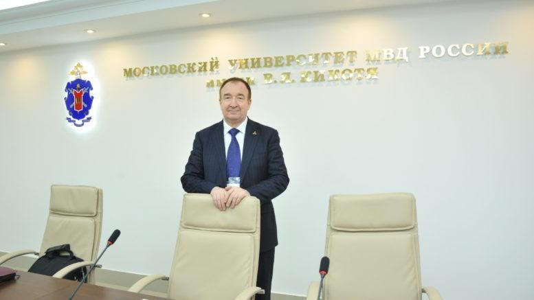 Профессор, доктор политических наук Панарин Игорь Николаевич