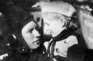 Девочка и танк. Как жители Урала на свои деньги вооружили целый добровольческий корпус