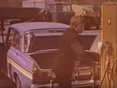 Этот автомобиль появился на улицах Харькова в 1976 году. Его сразу назвали «машиной будущего». В бак вместо бензина заливали воду. Вода вступает в химическую реакцию с аккумулирующем веществом. В результате выделяется водород.