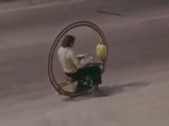 Интроцикл 1976 год. Разработка Эдуарда Мельникова. Дороги не нужны, скорость до 60 км/ч. А вы говорите, недавно хаверборд придумали?