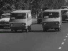 «В 1972 году в СССР выпустят первые серийные электромобили» - говорит голос за кадром, показывая эти тестовые образцы электрокарах на дорогах страны. Если верить старым телепередачам, то ученые уже знали, как заряжать их аккумуляторы за минуты.