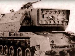 А вот еще одно лазерное оружие времен заката СССР. Проект «Сжатие». Это самоходный комплекс. Первый образец был собран в 1991 году. Не самое удачное время для военных прорывов. Из-за нереальной цены проект был закрыт. В серию так и не вышел. (Фото: YouTube)