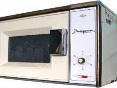 А вы знали об СВЧ-печах СССР? Это прототип первой микроволновой печи «Электроника», 1984 год. (Фото: YouTube)
