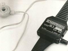 Наручные часы с радио! Разработаны в 1986 году рижским ПО «Радиотехника». С помощью встроенной магнитной антенны велся прием любой местной радиостанции в средневолновом диапазоне. (Фото: rw6ase.narod.ru)