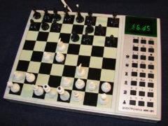 «Электроника ИМ-01» — шахматный компьютер, записывает ходы, играть можно вдвоем или против компьютера 1986 год. (Фото: Сергей Фролов / leningrad.su)