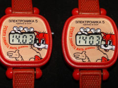 Детская серия часов «Электроника 5» — Леопольд. Особенным был индикатор, в котором глаз кота мигает в такт секунд. (Фото: Сергей Фролов / leningrad.su)