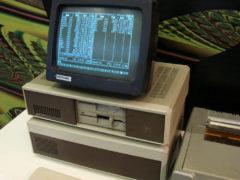 ЕС-1840 — первый советский аналог зарубежного компьютера IBM PC, поступивший в массовое производство (продано 7500 штук), 1986 год. (Фото: Сергей Фролов / leningrad.su)