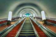 Чем поразили иностранцев фотографии пустых станций метро Москвы иСанкт-Петербурга, сделанные канадским фотографом